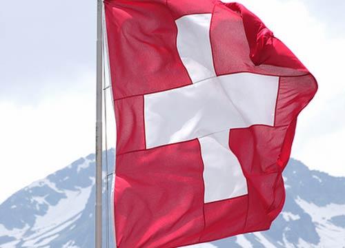 Mistero nei cieli della Svizzera. Un caccia-bombardiere F-18 Hornet svizzero scomparso dai radar mentre era in volo sulle Alpi