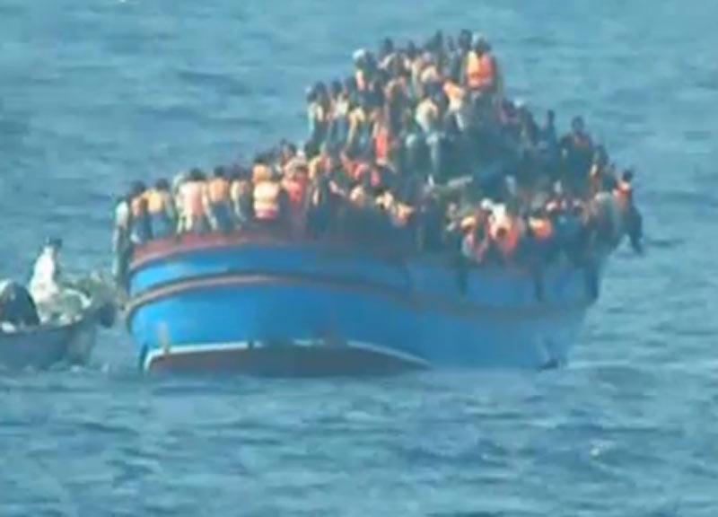 Migranti, naufraga barcone con centinaia di persone a bordo al lardo delle coste d'Egitto: decine i morti
