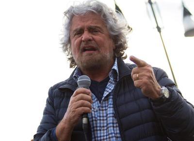 Beppe Grillo pretende denaro da militanti M5S