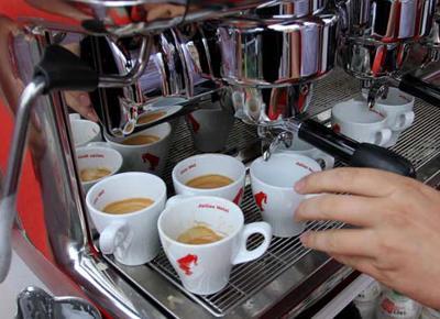Bere caffè allunga la vita. Via libera alle 3 tazzine di caffè al giorno