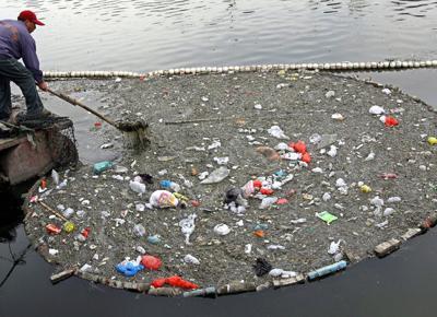 Allarme Greenpeace: la plastica ora finisce nei nostri piatti