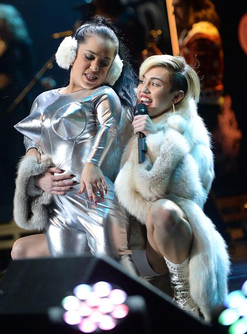 cyrus lesbo Miley