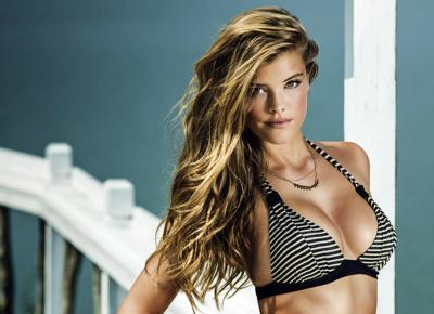 Nina Agdal, la musa di Sport Illustrated posa in bikini