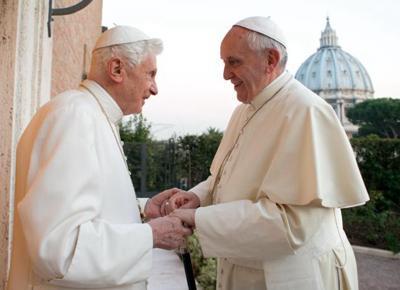 Vaticano, media tedeschi: papa Francesco congeda monsignor Gaenswein!