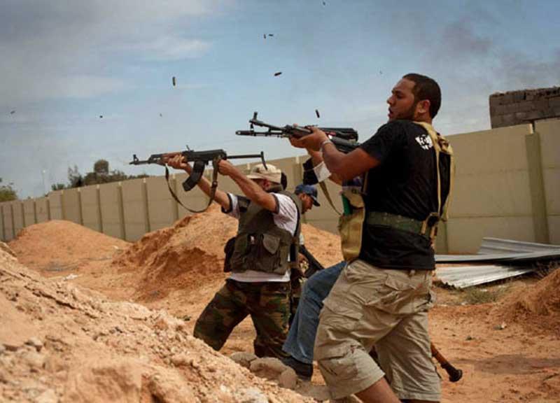 Libia, lotta all'Isis: il governo da l'ok alla missione italiana. 100 Medici e 200 parà della Folgore sono pronti a partire per Misurata