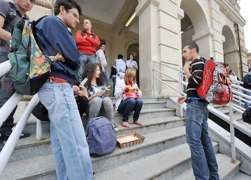 Le famiglie degli alunni sono divise sull'utilizzo degli sms